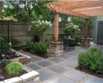 Outdoor Bluestone Pavers used as stepping stones